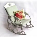 Кресло-качалка для кукол высотой до 30 см.