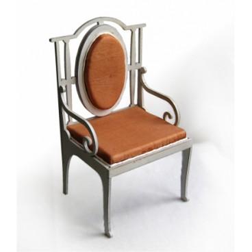 Кресло для кукол высотой до 30 см.