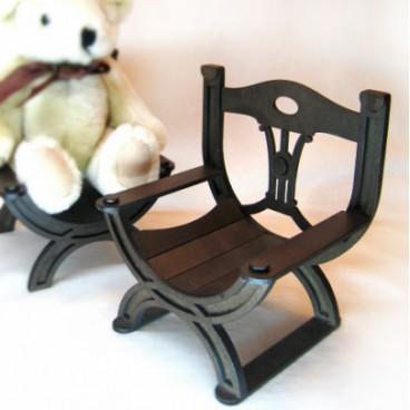 Курульное кресло № 2 для кукол высотой до 25 см.
